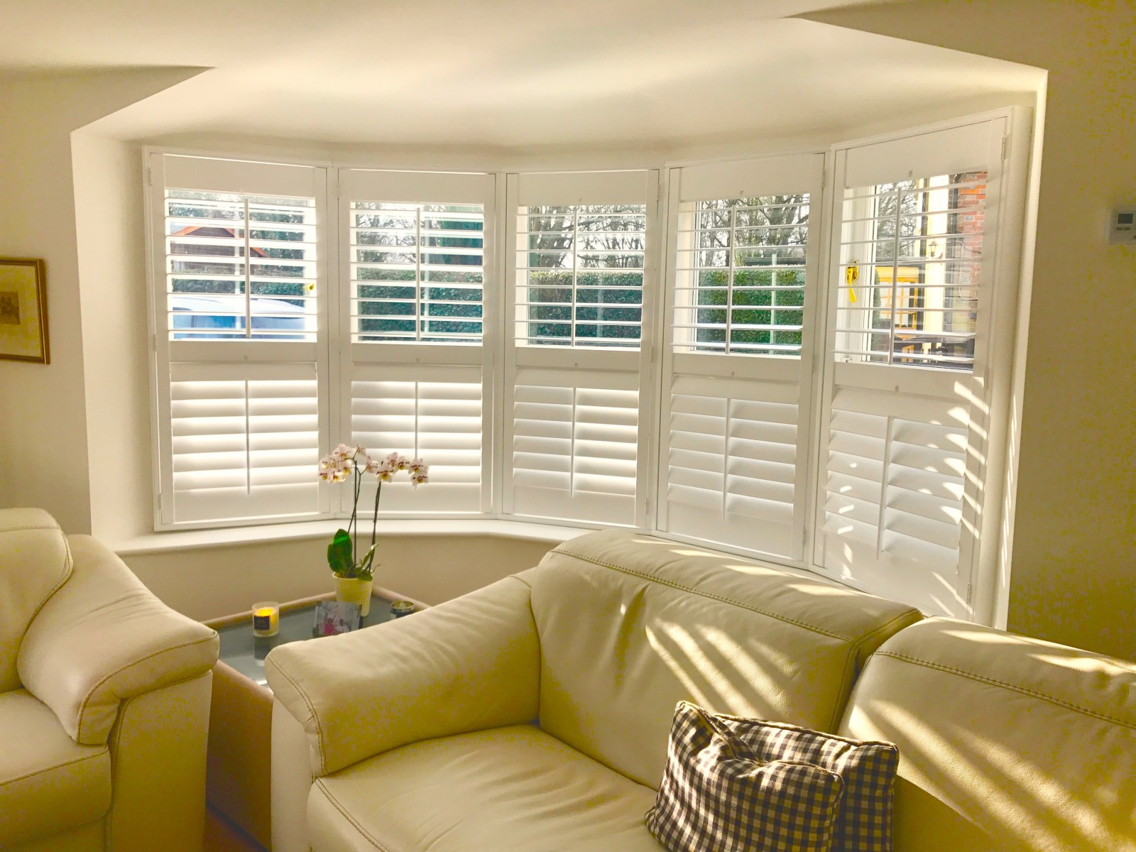 Bay window plantation shutters hampshire dorset - Living room with bay window ...